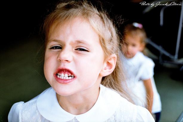 Idalia szczerzy zęby