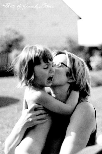Mama Jola przytula zapłakaną Idalkę