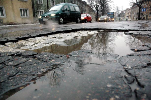 Słynne miejskie dziury po mrozach, Olsztyn, 2005