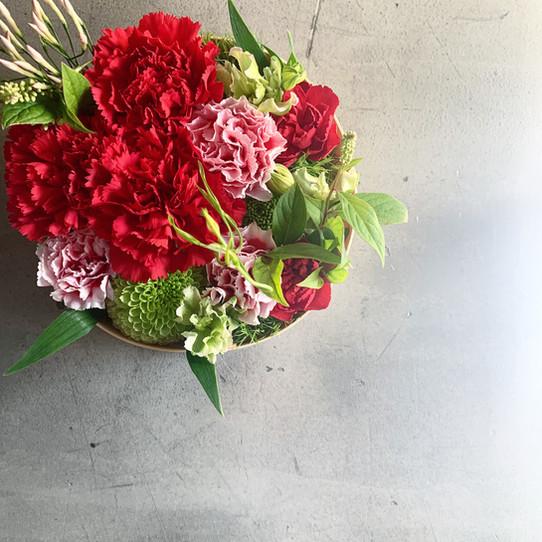 母の日のお花をお承り致します
