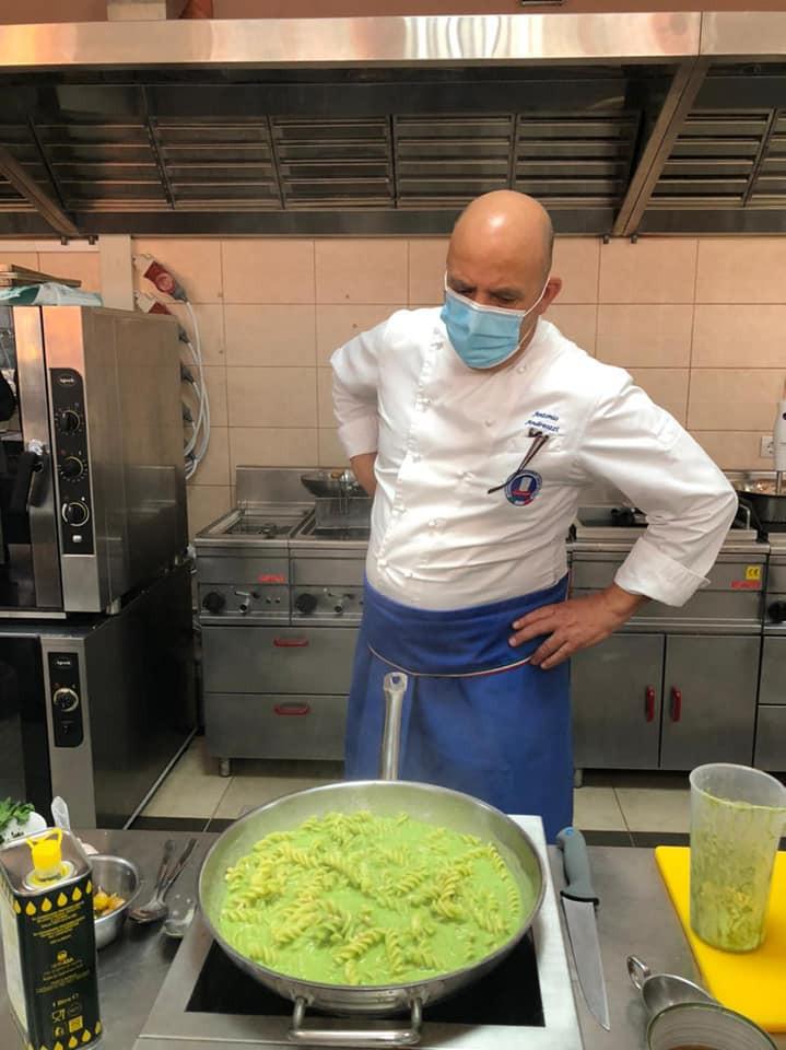 Fusilli al pesto: preparati con pasta fresca di grano duro italiano a doppia pastorizzazione conservabile fuori frigo per 7 mesi