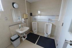 ロッカールーム男子トイレ