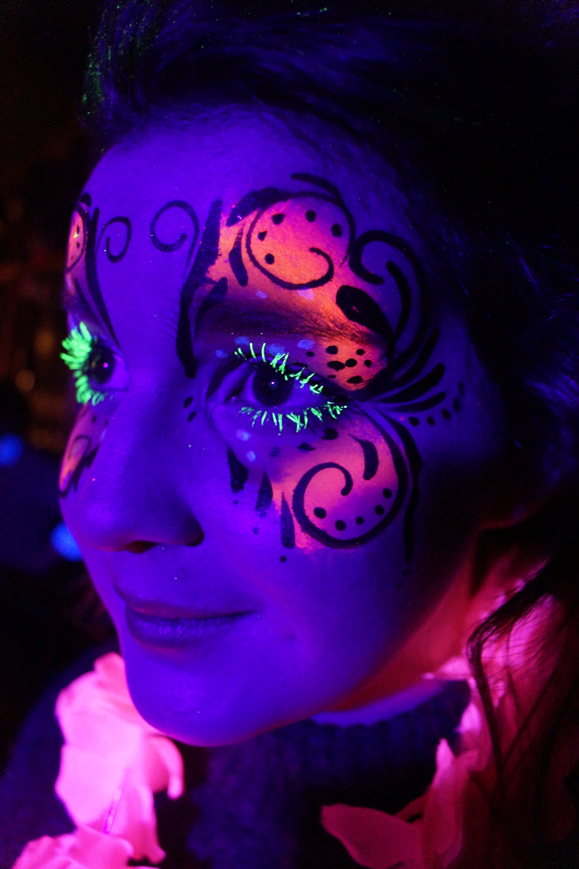 UV Face Paint