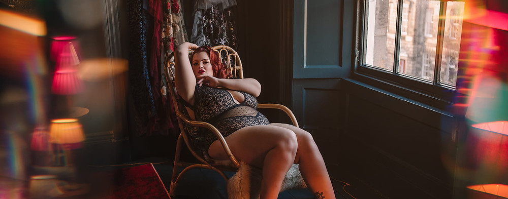 Empowering and luxurious boudoir photography experiences for those who identify as female and non-binary.