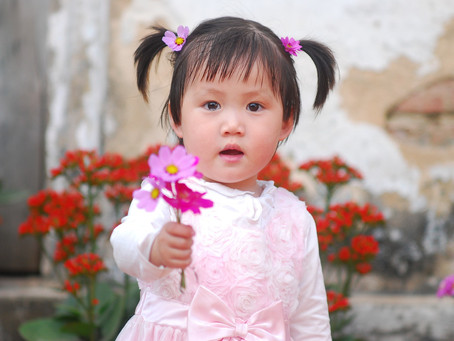 Hvilken alder bør barnet være i for å søke hjelpestønad.