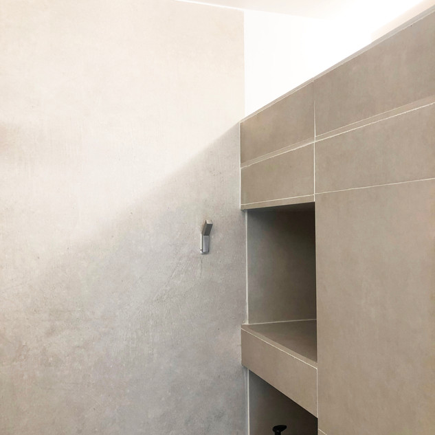 Niches integrated in the shower