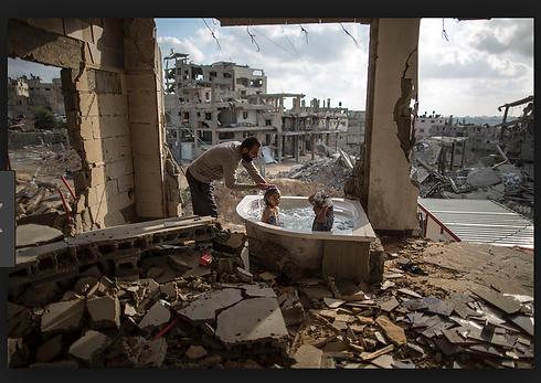 gaza kids bathe.png