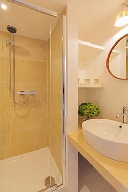 nkc_CoachmansCottage_Bathroom01