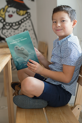 book-mockup-of-a-little-boy-reading-and-