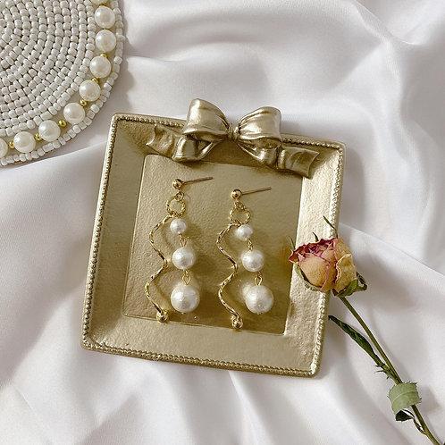 Natari Closet 自家設計波浪金屬綿綿珍珠耳飾
