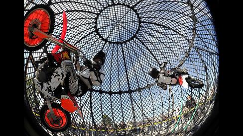 Moto Maniacs-Moto Sphere 2.jpg