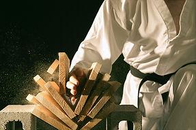 Blackbelt Breaking a Stack of Boards_edi