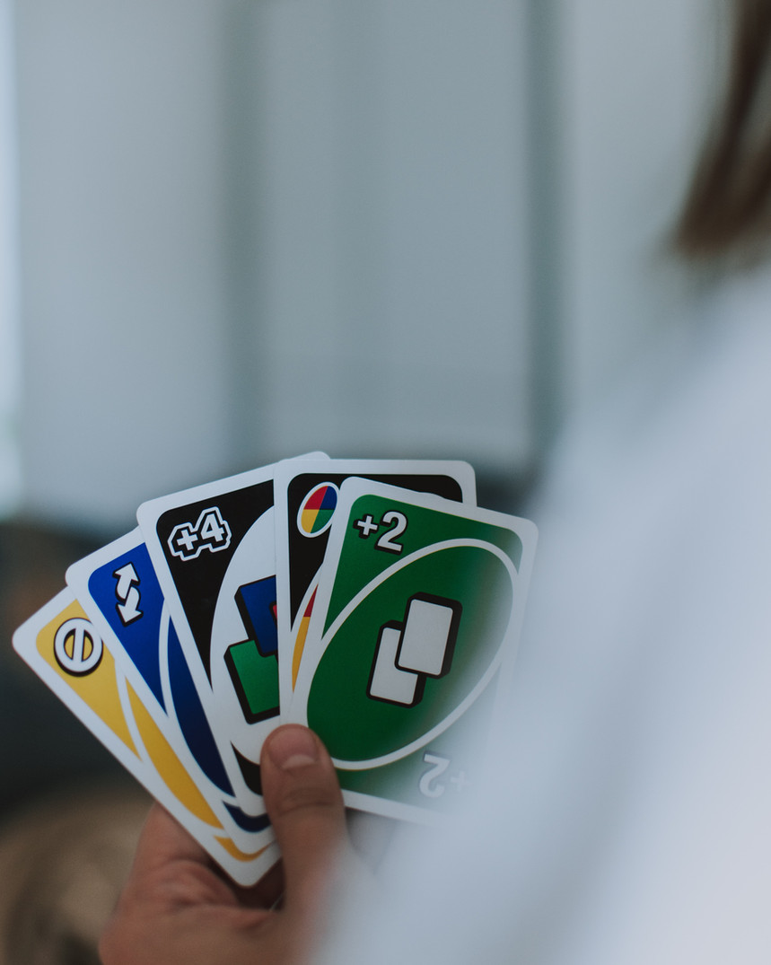 person-holding-uno-cards-2689343.jpg