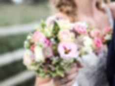 Braut mit Strauss.jpg