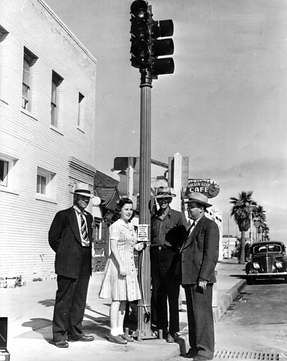 Golden Bear_first traffic signal_1940.PN