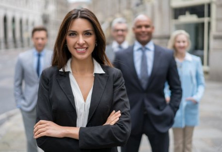 What is appropriate dress for business women?