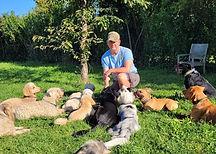 Hundetrainer mit Hundegruppe
