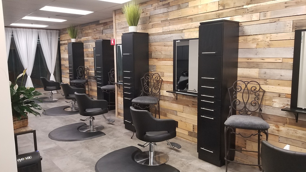 Gorgeous Salon Pallet Wall