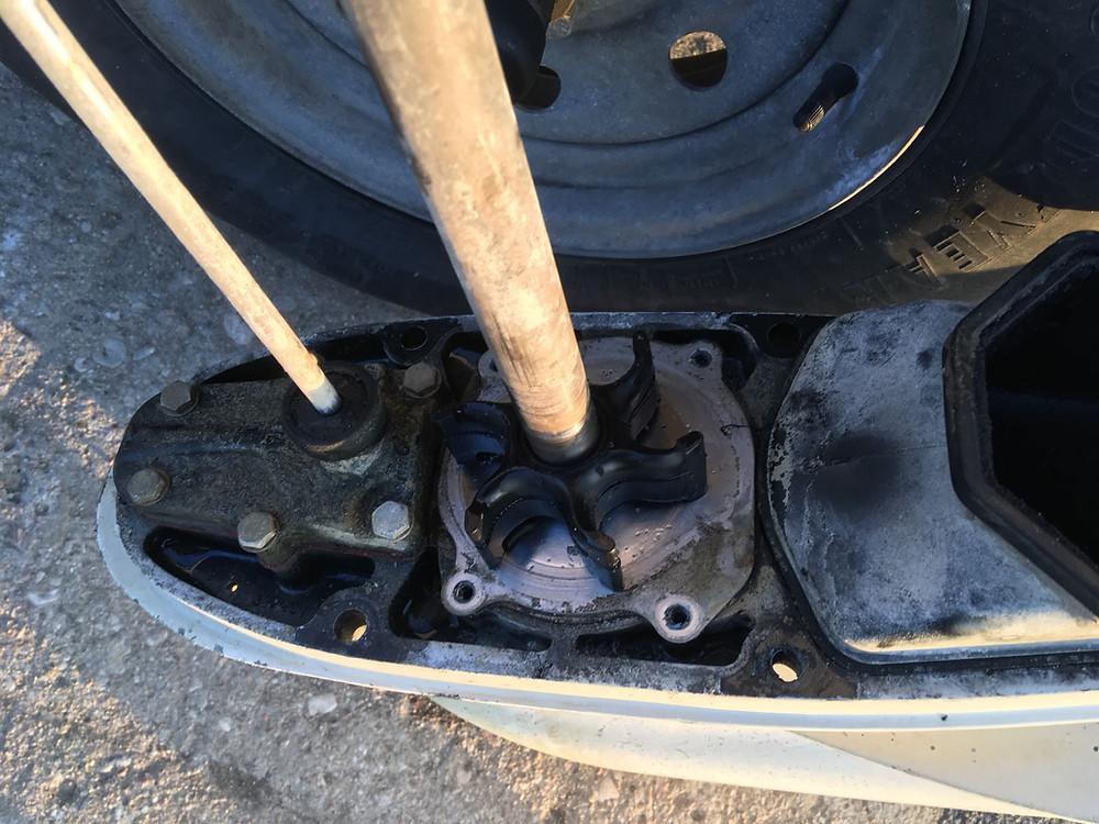 Impeller po zdemontowaniu pompy wody w silnik Johnson 90