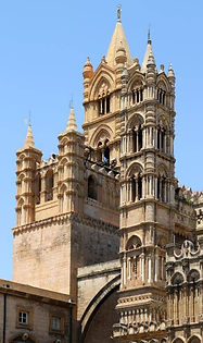 il campanile della cattedrale, con le campane