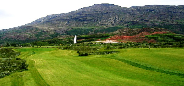 Golfing at Geysir