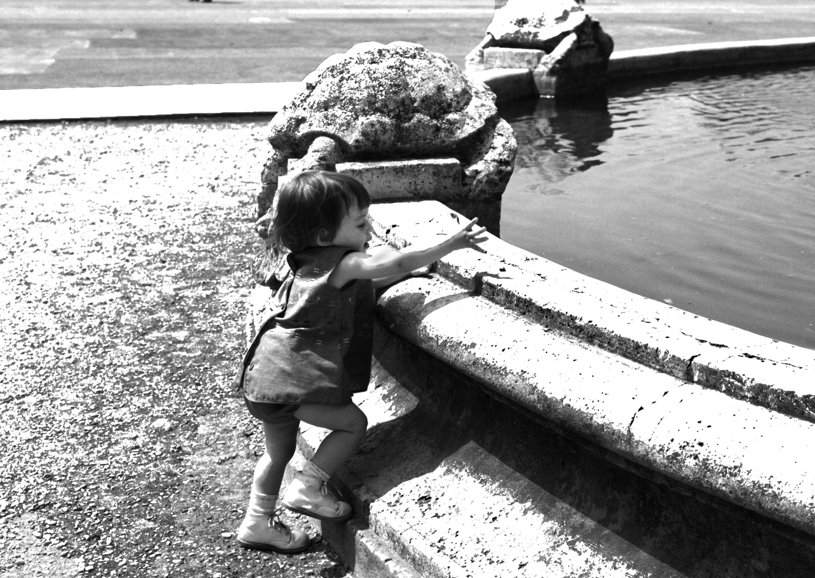 B&W KIDS ROME 1966-1-9.jpg