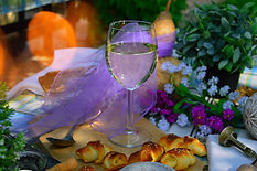 wine-white-glass-outdoor-picnic-summer-1
