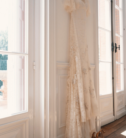 Majestic 19th century château in the South-west - wedding dress
