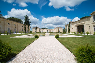 A stunning 18th century Chateau estate near Bordeaux with an infinity pool and tennis court. Sleeps 39, Caters for up to 160