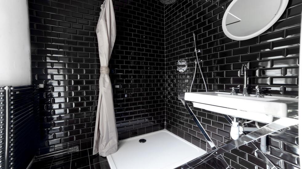 Lovely château wedding venue near Paris - shower room