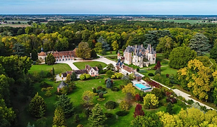Beautiful chateau wedding venue near Paris with chapel, pool and parkland. Sleeps 55, caters for 160+