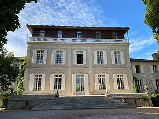 This gorgeous Chateau sits elegantly within a lovely 3 hectare park on the banks of the Dordogne river.  Sleeps 58+, caters for up to 140