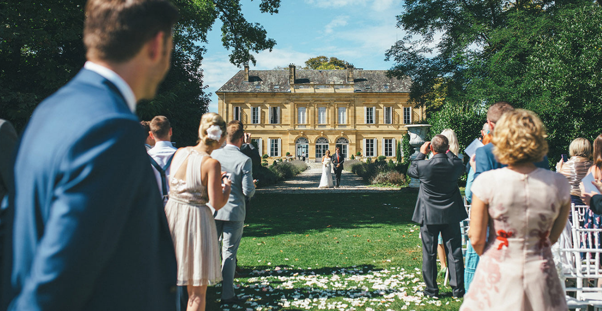 Luxury 19th century château venue - aisle