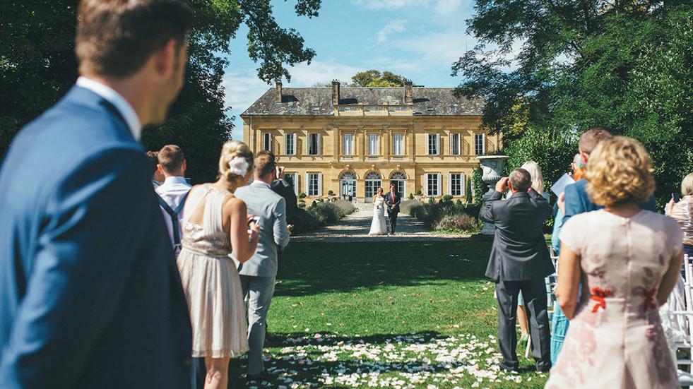 Luxury 19th century château venue - aisle
