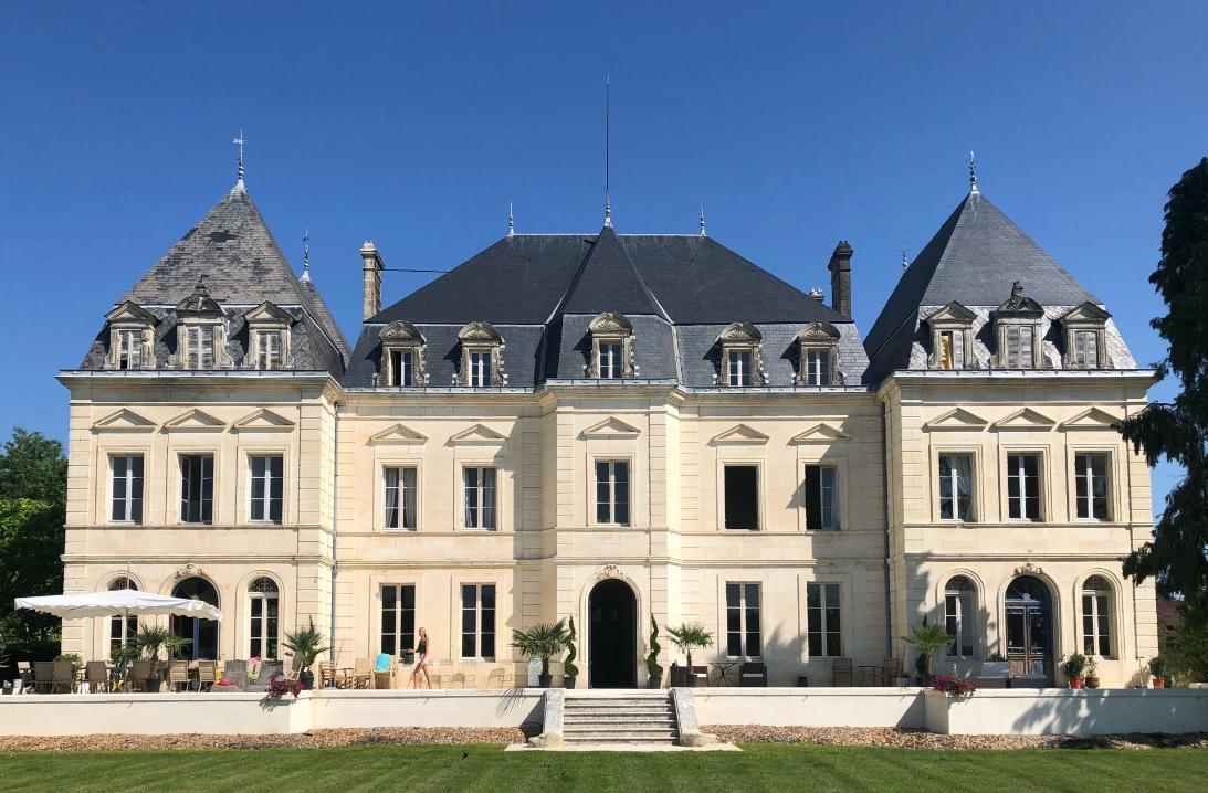 Stylish Chateau near Bordeaux