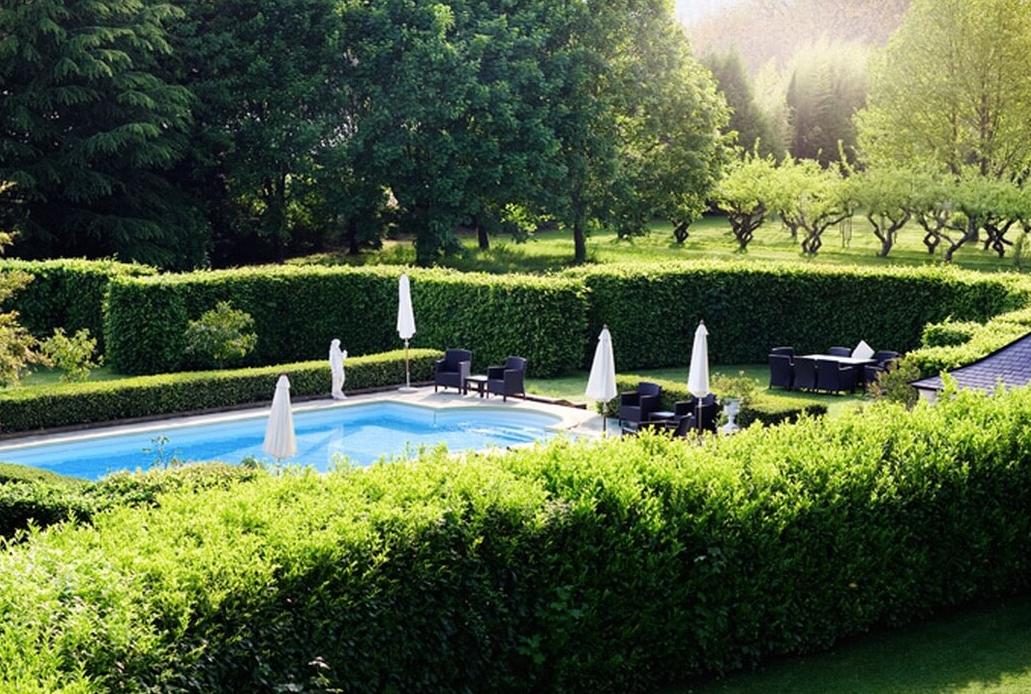 Luxury 19th century château venue - swimming pool