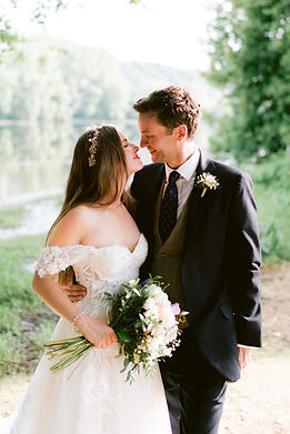 This talented photographer has a wonderfully relaxed, documentary style of working, ideally suited to relaxed wedding celebrations