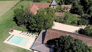 Rustic rambling farmhouse wedding venue in south-west France with heated swimming pool. Sleeps 18, caters for up to 120