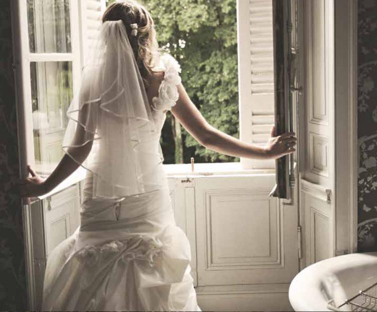 Luxury 19th century château venue - bride