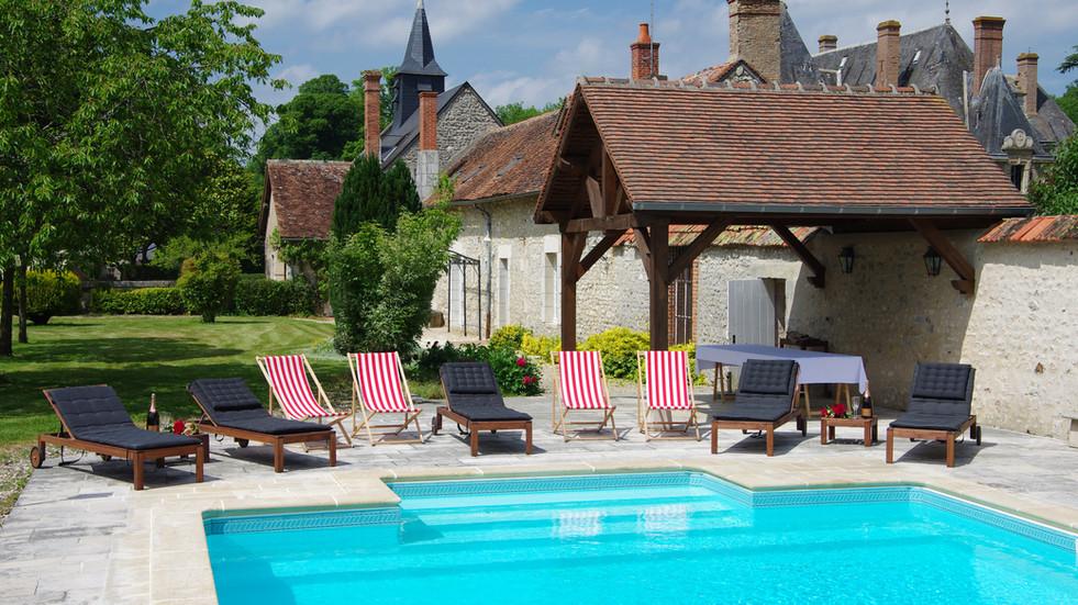 Lovely château wedding venue near Paris - swimming poolLovely chateau wedding venue near Paris