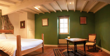 Spectacular hilltop wedding venue - green room