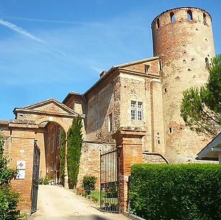 12th century chateau near Toulouse with accommodation for 20 and catering for up to 200 people.