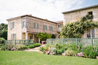 Charming chateau wedding venue near Toulouse with a rustic courtyard, party barn, pool and bar. Sleeps 26, caters up to 120