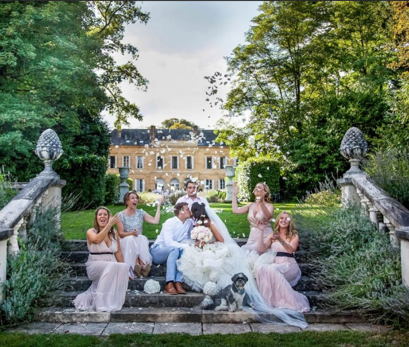 Luxury 19th century château venue - party steps