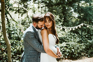 This English wedding photographer with a wonderfully relaxed, natural style, offers her services to couples marrying throughout France and beyond