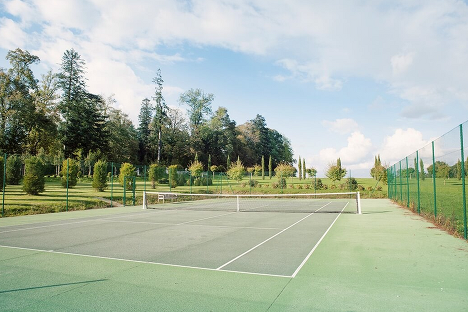 Luxury 19th century château venue - tennis court