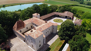 This 13th Century Gascon Chateau is a unique medieval wedding venue with a private chapel and splendid cours d'honneur. Sleeps 44+, caters up to 350+