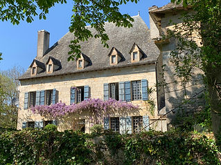 Romantic chateau in the Aveyron, with its own private chapel and swimming pool.  Sleeps up to 16, caters for 80