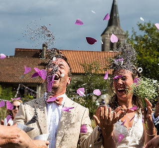 Our lovely Australian wedding photographer lives in south-west France but regularly travels to beautiful wedding venues throughout France and Europe