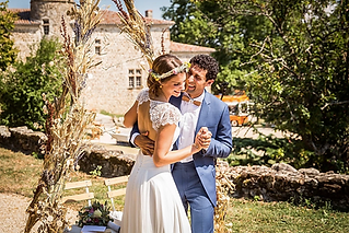 Passionate and creative wedding photographer based in the south of France but delighted to work throughout France and beyond!